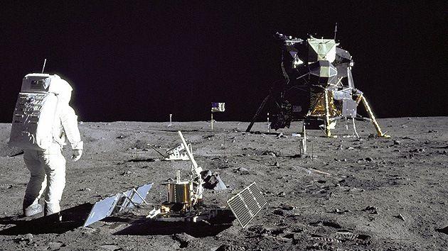 Washington quiere parques nacionales de EE.UU. en la Luna –Coincidiendo con 45.* aniversario de la llegada a la Luna parlamentario estadounidense han propuesto una ley que establece que las partes del satèlite tocadas por las naves de EE.UU. son parques nacionales nortericanos.En 1967 la ONU firmo el tratado del Espacio Exterior,La Luna,no podrà ser objeto de ningùn tipo de apropiaciòn por parte de paìs alguno.