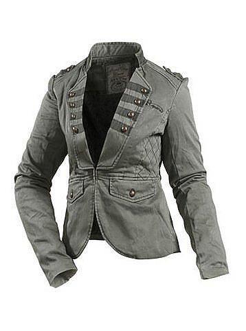Женская куртка в стиле милитпра