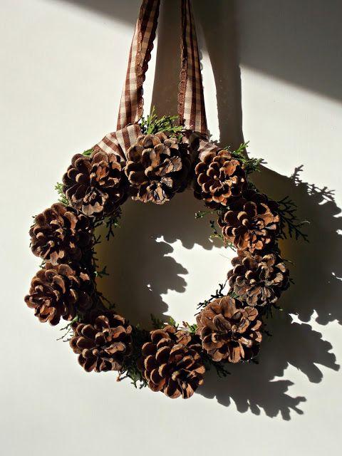 Cone wreath DIY homemade, handmade. Autumn, fall, winter. Pinecone wreath tutorial.