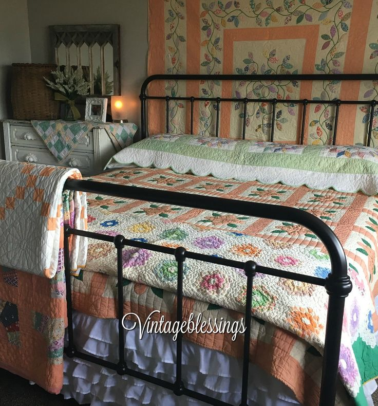 1041 Best Images About Decorating Quilts On Pinterest Antique Quilts Country Bedrooms And Quilt