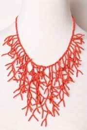 dramatic coral: Vines Necklaces, Coral Necklaces, Idea, Peacock Plume, Red Vines, Beads Necklaces, Baubles Jewelry, Style Accessories, Coral Reefs