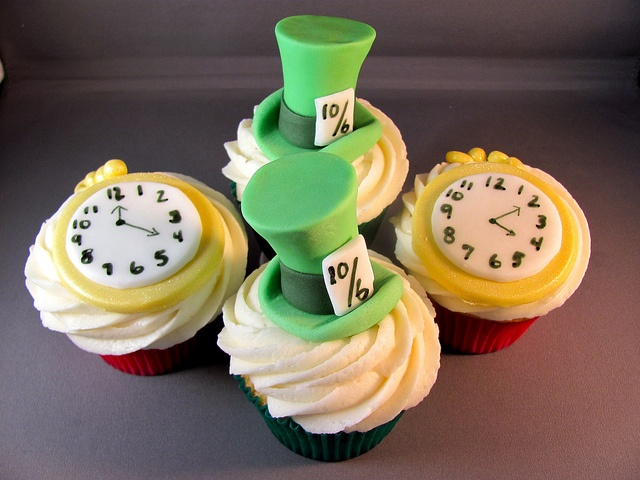 mad hatter cupcakes - photo #38