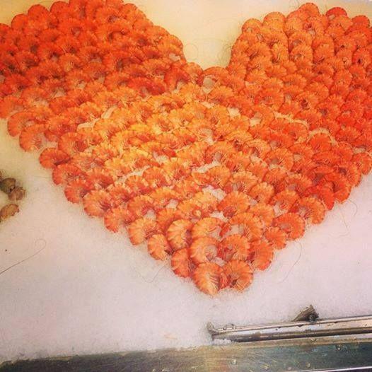 Cœur de crevettes chez Pierrot ! C'est beaucoup d'amour tout ça !  http://www.coquillagespierrot.com/crustaces/46-crevette-perle-de-corail-calibre-20-30-crustaces.html