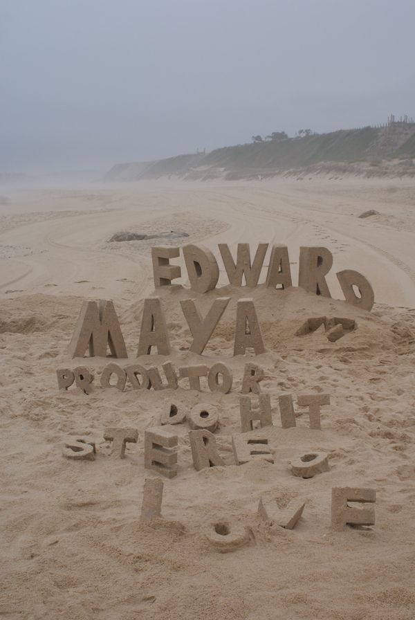 Sand type by FNYHOW. Love it!