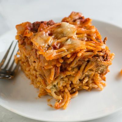 A delicious and easy baked spaghetti recipe with ground beef, marinara sauce and a middle layer of creamy pesto.