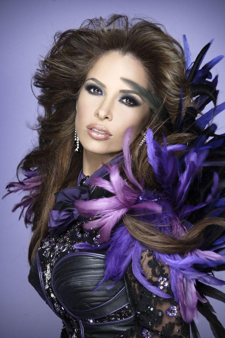 Gloria Trevi, cantante, conductora, actriz, bailarína, dibujante y compositora mexicana de pop latino y rock en español.