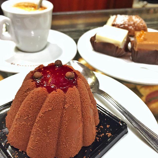 WEBSTA @ sicilianicreativi - Pausa caffè da Cristalli di zucchero... sempre bravi!❤------------------------------Coffee break at the pastry shop Cristalli di Zucchero in Roma... wow! ❤#mangiarearoma #cioccolatofondente #coffeeaddict #caffè #colazione #colazioneitaliana #colazionedeicampioni #colazionetime #foodshare #dolciitaliani #cioccolato #breakfasttime #desayuno #frühstück #petitdejeuner #breakfastideas  #100waystostartyourday #pasticceria #patisserie #pastrychef #merenda #merendando…