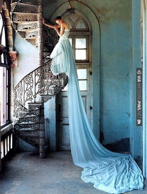 Did you know that before Queen Victoria wore a white wedding dress in the 19th century, it was the norm to wear a coloured gown on your wedding day! | VIA #WEDDINGPINS.NET