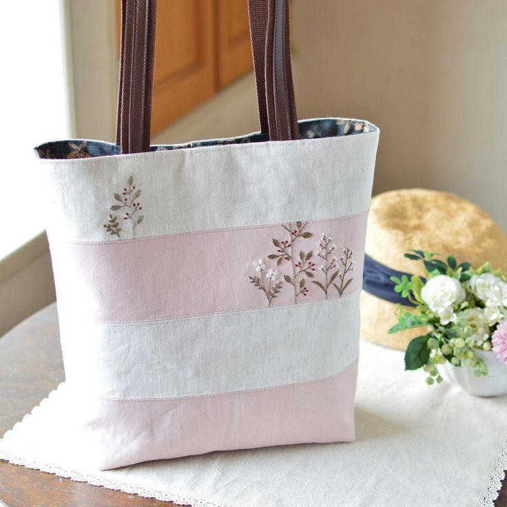 A pink bag, it's finished! . 暑いのでなかなか思うように手が動かず…ようやく出来上がりました。 出来上がってみるとほんとにシンプル。 #bag #handmade #embroidery #バッグ