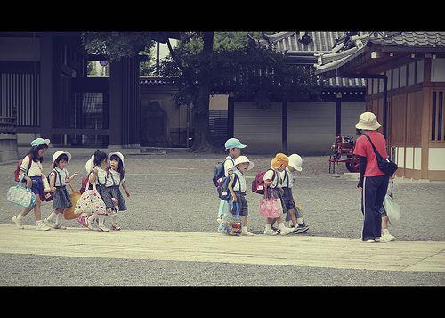 Children in Nishi Honganji (Kyoto, Japan) by Shanti Basauri