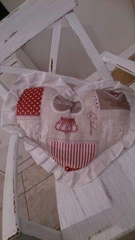 Cuscino cuore in stoffa di cotone... Con balza...