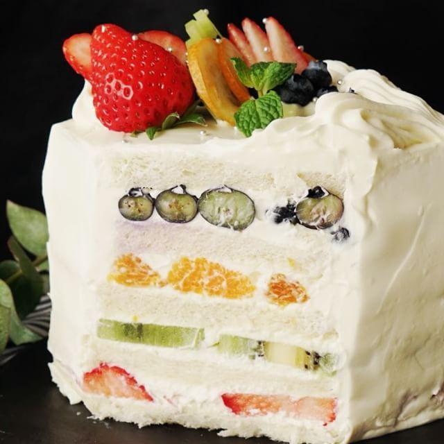 いいね!22.3千件、コメント81件 ― テイストメイドジャパンさん(@tastemade_japan)のInstagramアカウント: 「【彩りあざやか🍓】フルーツサンドケーキ * レシピをアプリで保存したい人は、プロフィールのURLをクリックしてね!* ■材料 ・食パン(8枚切り) 5枚 ・いちご 大5粒 ・キウイ 1個…」
