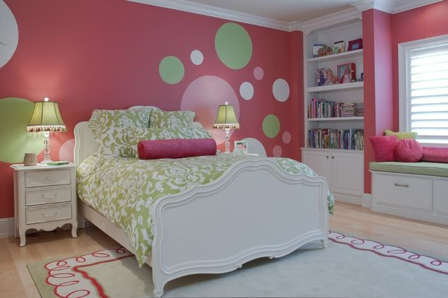 Polka dots pre-teen girl's room. Adorable!