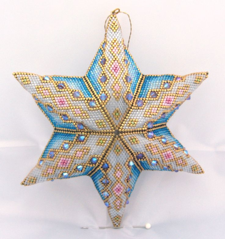 Star adapted from a peyote triangle pattern by Cris Rugar                                                                                                                                                                                 Mehr