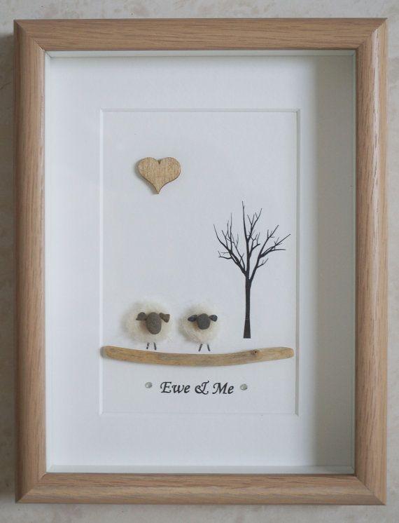 Dies ist eine schöne kleine Kiesel Kunst gerahmte Bild 2 Schafe - Ewe & Me mich mit Kieselsteinen, Nadel Handwerk Schafe, Treibholz und Herz aus Holz in Handarbeit Größe des Bildes inkl. Rahmen: ca. 22 x 17 cm Dieses Bild ist nur verfügbar, wie im Foto gezeigt Danke fürs Ansehen Doris Facebook: https://facebook.com/Pebbleartbyjewlls4u Produkt-Code: P - Pink
