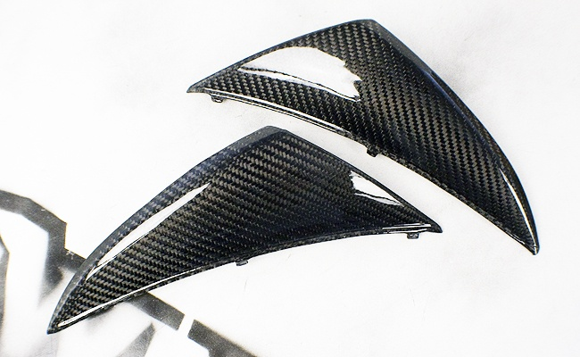 Nose Fairing Lids    http://www.crownmotousa.com/shop/09-10-yamaha-r1-nose-fairing-lower-side-panels/