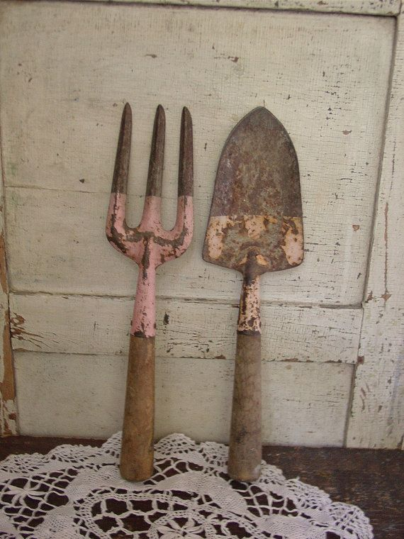 I have the fork like this~~~ I want the spade!!!!!!!   Vintage Pink Tools -