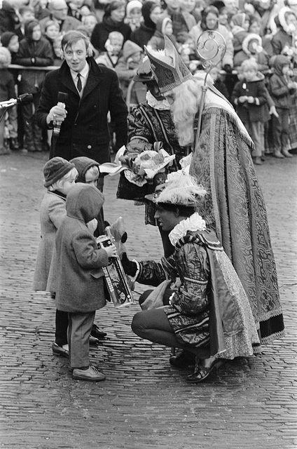 Sint Nicolaas in Amsterdam / Saint Nicholas in Amsterdam by Nationaal Archief, via Flickr