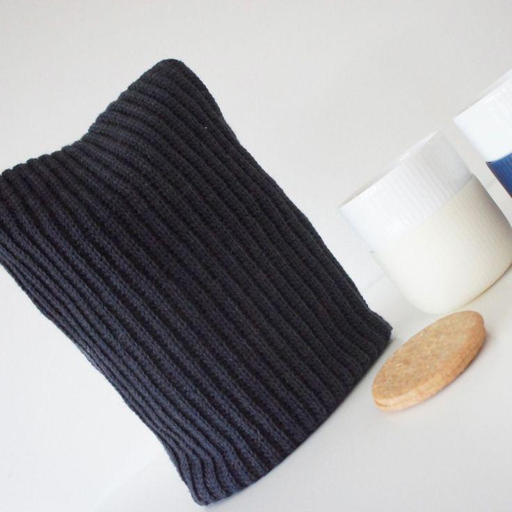 …eller kaffehætte?! Det er i hvert fald det denne hætte er lavet til - at holde stemplekandekaffen varm. Den passer til en Bodum stempelkande af 1 liter. Har hygget mig…
