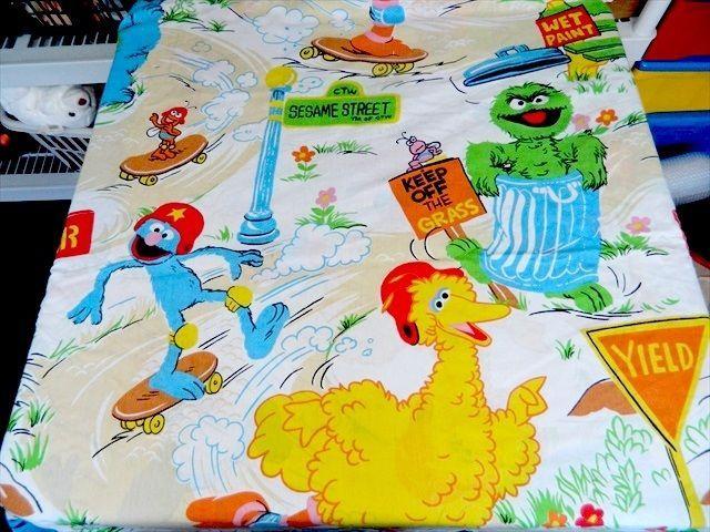 VTG 80's Sesame Street PARK Theme Twin Flat Sheet / fabric Big Bird Oscar Grover