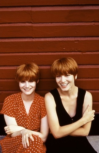 Bridget Fonda and Jennifer Jason Leigh -- Single White Female (1992) (best hair ever)