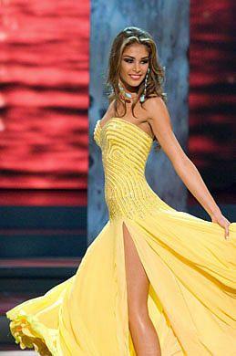 Miss Venezuela 2008, Dayana Mendoza, desfila en vestido de noche sobre la pasarela-Miss Venezuela, la nueva Miss Universo-Autor:Agencias