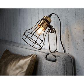 Opengewerkte lampen ogen licht en natuurlijk. Daarnaast zorgen ze voor een speels lichteffect op de muur. Klemlamp Kuma vind je op https://www.kwantum.nl/verlichting/. #kwantum #interior #slaapkamer #slaapkamerverlichting