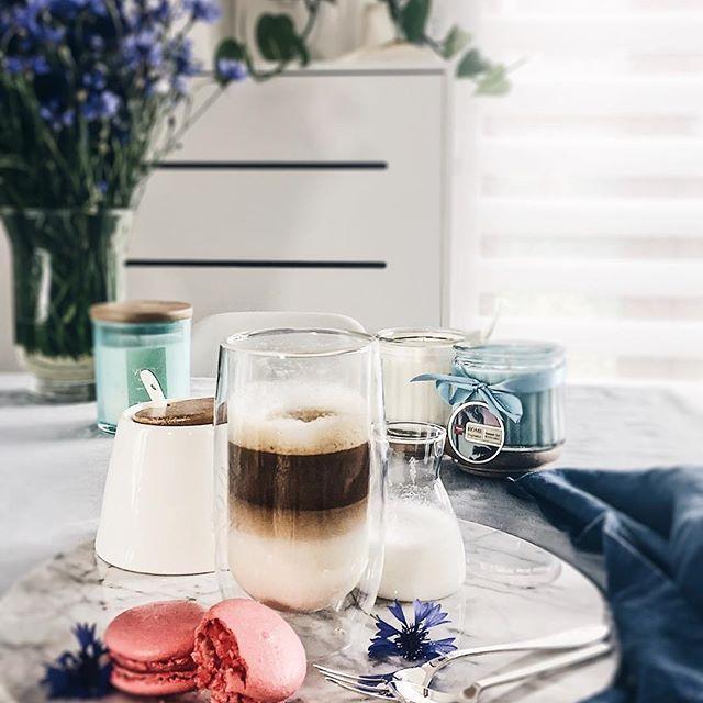 Morning vibes ☕️ .  .  .Niewiadomo kiedy zleciał ten tydzień, dopiero był poniedziałek a tu już weekend 🙉 Jakie macie plany? My chyba popracujemy w ogródku. Pięknego dnia Kochani 🍀 .  .  ____________________________________  #szczyptasmaq#instadaily#instalife#vscobest#morning#coffee#cofetime#coffeenow#latteart#coffeelovers#coffeelatte#darlingmoment#darlingweekend#coffeeporn#coffeegram#coffeeholic#mytime#mycity_life#mysimplelife