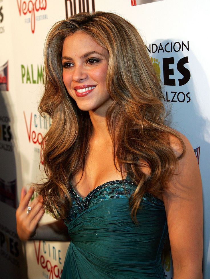 November 2007: At the Las Vegas screening of Love in the Time of Cholera, Shakira's hair was flawlessly blown out into full-bodied waves.