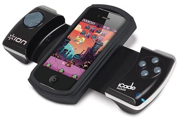 Кстати, мобильным геймерам на заметку. Для тех, кто предпочитает аппаратные клавиши программным, теперь выпускается iCADE Mobile — док-станция для iPod Touch и всех моделей iPhone, оснащенная классическими кнопками манипулятора для игровой приставки.