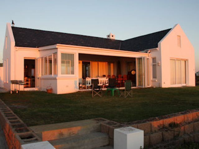 Flamingo - This spacious house can be found in the small town of Grotto Bay in a private nature reserve with restricted access. The beautiful house has great views of the West Coast. The open-plan living area is ... #weekendgetaways #grottobay #southafrica