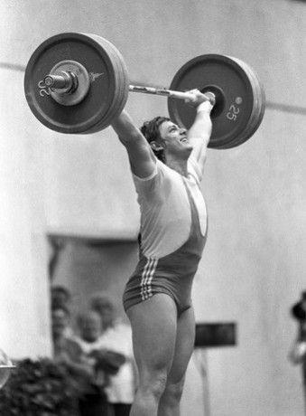 Baczakó Péter olimpiai bajnok súlyemelő - Két olimpián volt a magyar csapat tagja, 1976-ban, Montrealban bronzérmet, 1980-ban, Moszkvában olimpiai aranyérmet szerzett.