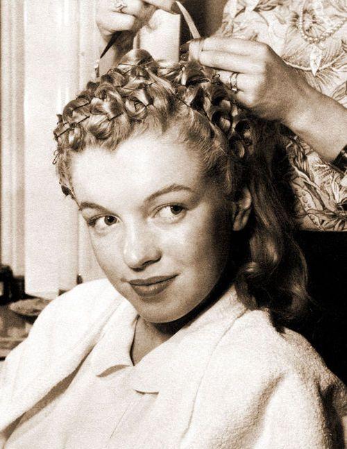 lovingmarilyn:  Marilyn getting her hair done in Fox Studios, 1946