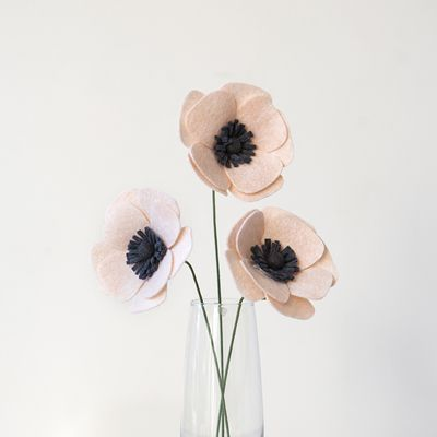 We show you exactly how to make the perfect felt anemone in this step by step tutorial... and we also share our favorite resource for gorgeous wool felt!
