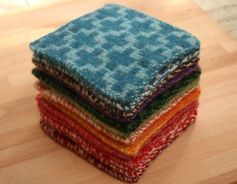 古くなってしまったセーターを『フェルト化』してみませんか?高温のお湯でお洗濯して乾かすと、セーターそのものがフェルト状になるんです。フェルト化したセーターは、ハサミでジョキジョキ切ってもほつれてこないので、その後のリメイクもラクラク♪フェルト化の方法と注意点、リメイクのアイデアをご紹介します♪