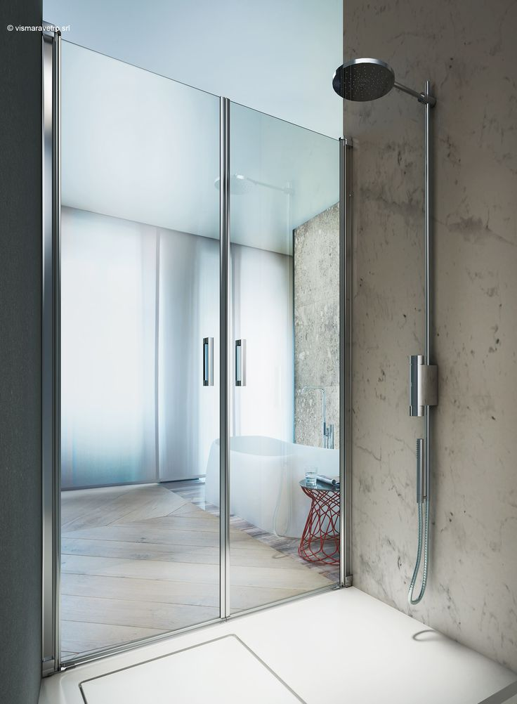 Equipped with a pivot door, Linea is an extremely versatile design. Thanks to small profiles and a minimal design, Linea can be used in countless combinations: niches, corners, walls, with single or double doors and with fixed panels in line with or above low partition walls. It is a truly flexible design that can adapt to any space.