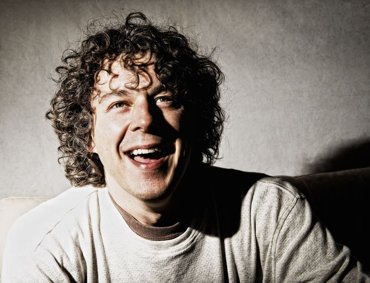 Alan Davies - Most adorable comedian on TV, I just have to smile when he's on. Love him to pieces!