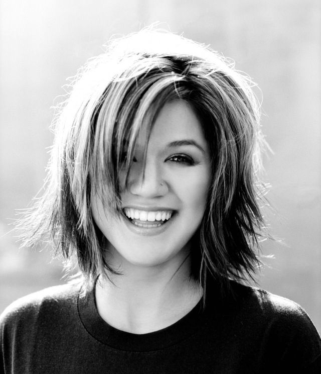 Hair ~ Medium, short haircut, bangs, Kelly Clarkson