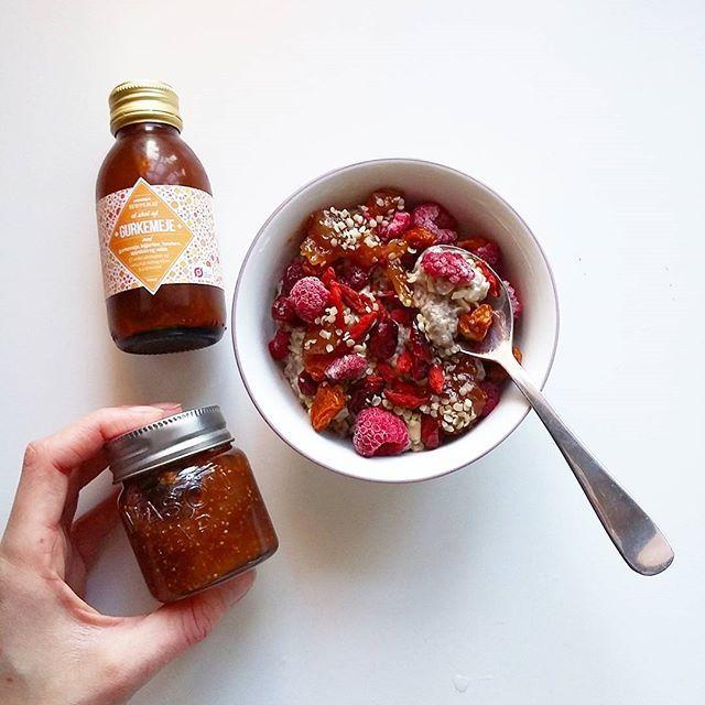 Morgenmaden i dag: Chiagrød med gojibær, incabær, tranebær, hindbær og hampefrø!