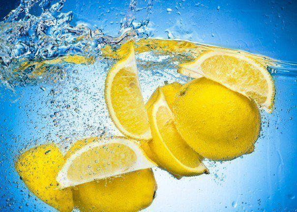 30 необычных способов использования лимонов Знаете ли вы, что лимон – это фрукт? А что, помимо аскорбиновой кислоты, он богат еще и витаминами В, Р, А и Е? Или что в XVIII веке в России лимоны счита...