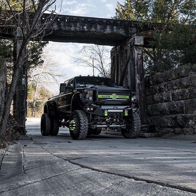 Ford Dually looking sick! @keldermantrucks #dieseltrucking
