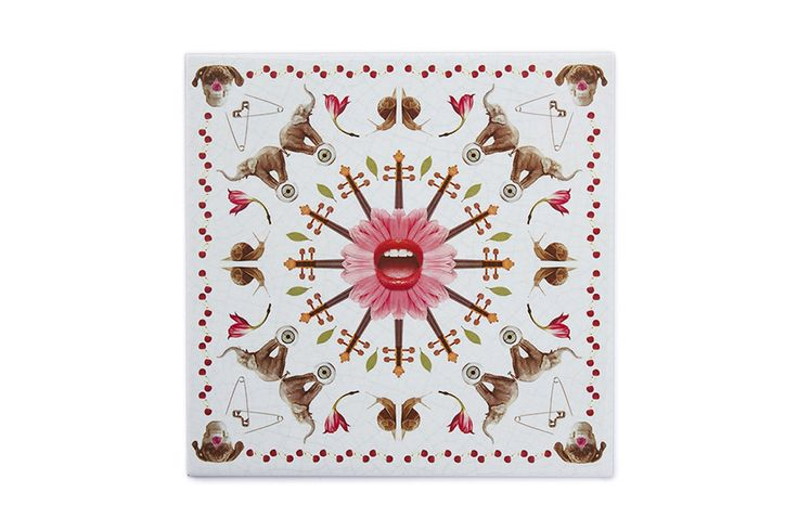 This ceramic tile mouth is a very original, modern and decorative ceramic tile. It is 100% handmade and the design is crazy! This is a perfect decorative kitchen wall tile and an original and contemporary gift.
