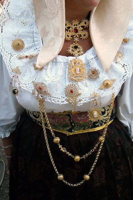 Carrazza 'e oru / Sardinian jewelry #sardegna | by cristianocani via Flickr