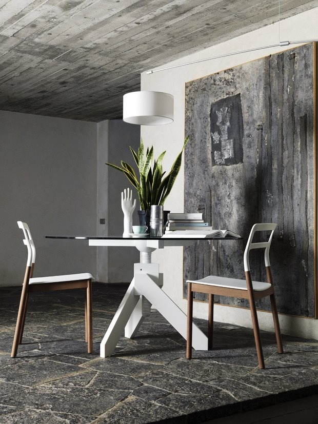 Vidun screw table and Florinda chairs and DT light