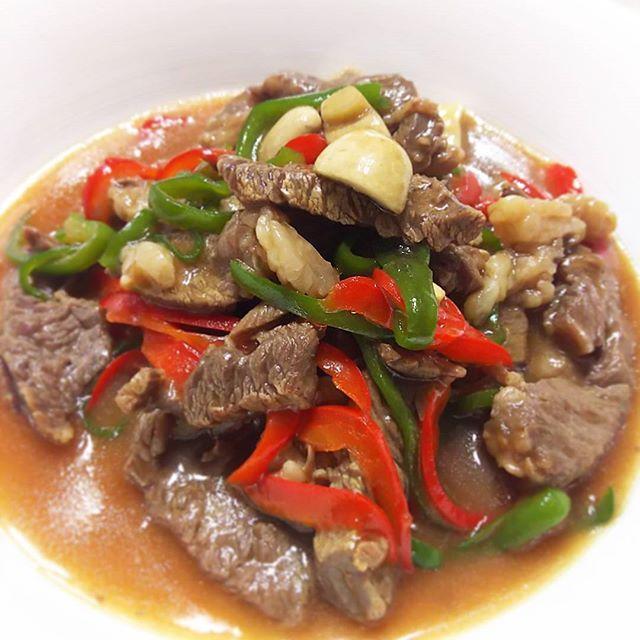 #うち中華 ~2 牛肉の #オイスターソース炒め 定番味😄😄 清湯スープ具材のマッシュルームもアクセントに加えよい仕上がりです🎵 #chinesefood #instacook #mycooking #myrecipe #oystersauce