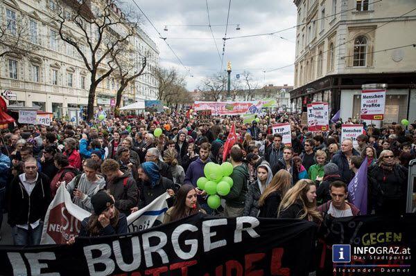 """Graz war am Samstag Teil einer weltweiten Protestaktion gegen das Freihandelsabkommen TTIP, den Handelsvertrag CETA zwischen der EU und Kanada und das multilaterale Dienstleistungsabkommen TiSA.  #Graz """"#weltweite #Protestaktion #gegen #das #Freihandelsabkommen #TTIP"""" """"#Handelsvertrag #CETA""""  """"#EU und #Kanada"""" """"#Werner #Kogler"""" """"#multilaterales #Dienstleistungsabkommen #TiSA"""".#attac #Aktionen #Demonstrationen #Kundgebungen #Informationsveranstaltungen #Österreich """"nach #Veranstalterangaben…"""