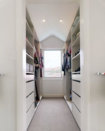 Walking in closet with ventilated window