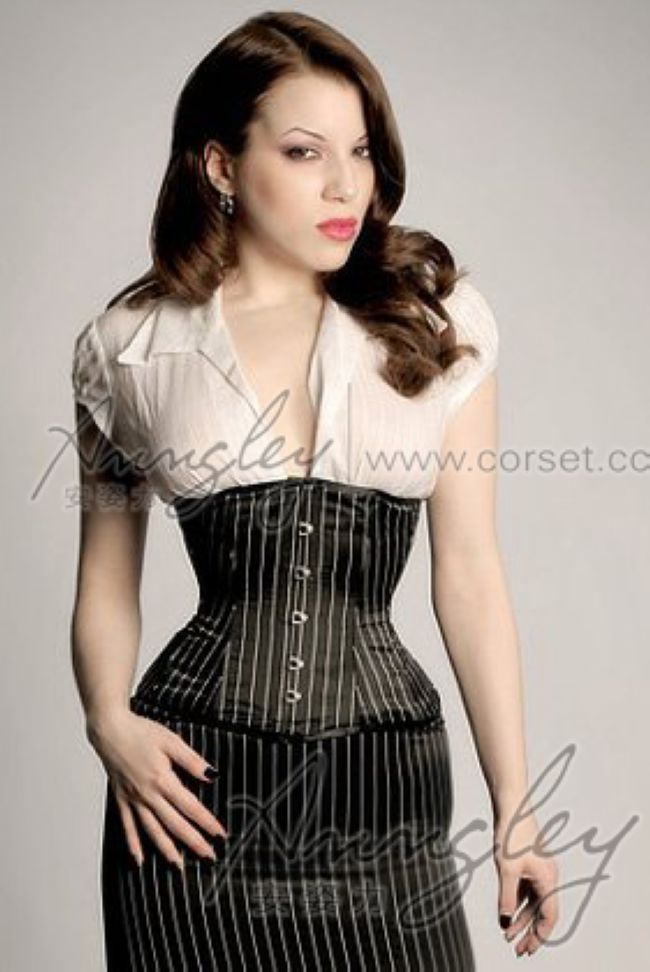 what to wear with underbust corset