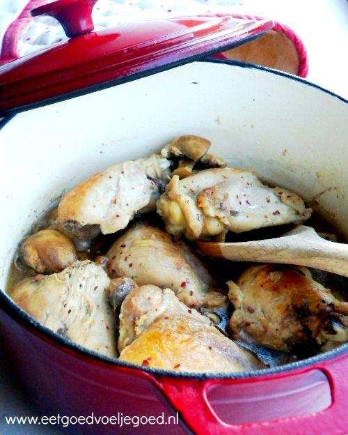 Coq-au-Riesling uit de Braadpan | De boterzachte gebraden kip heeft een volle smaak en de bouillon die je er van overhoudt is de volgende dag nog lekkerder!