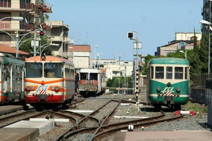 """""""Littorina"""" e """"Rimorchiata"""" a Catania Borgo, stazione FCE"""